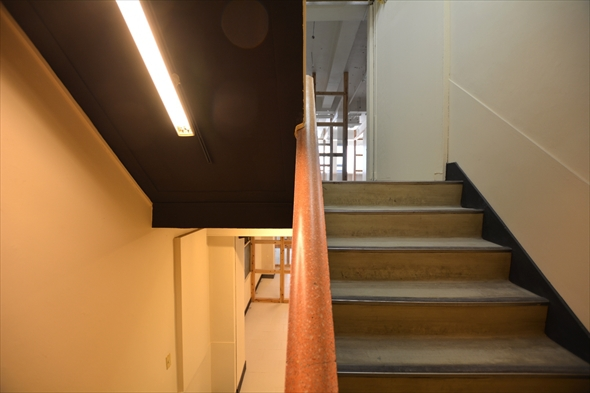 階段の手すりもオシャレで素敵な雰囲気です